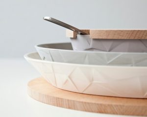 A MULTIFUNCTIONAL DINNER-SET VAN JE BESTE KANT