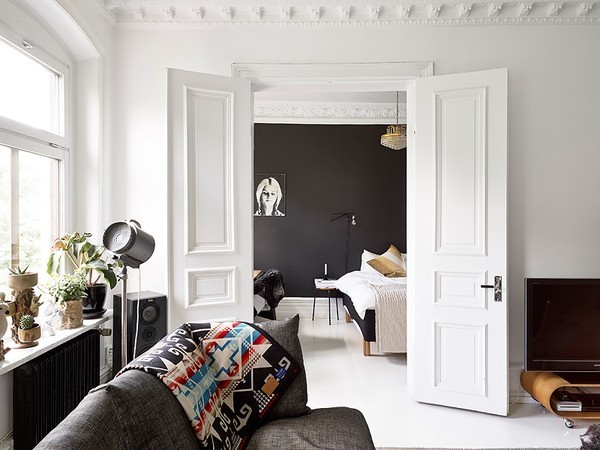 Scandinavian monochrome apartment in Gothenburg, Sweden (3)