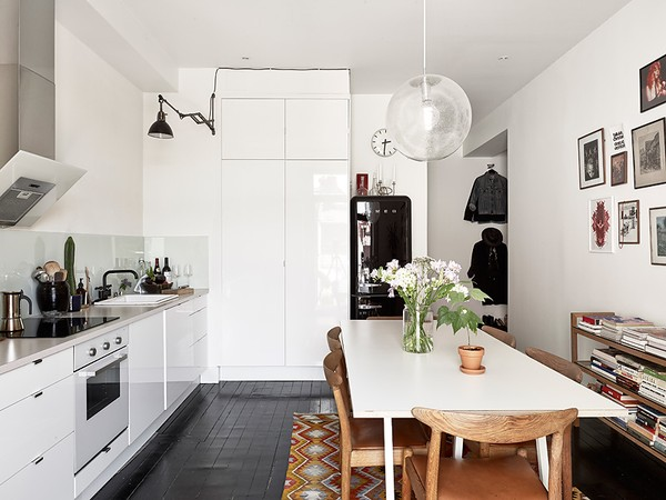 Scandinavian monochrome apartment in Gothenburg, Sweden (6)
