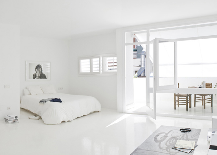 The White Retreat, Seaside White Studio Apartment, Colombo and Serboli Architecture, Barcelona, Spain (1)