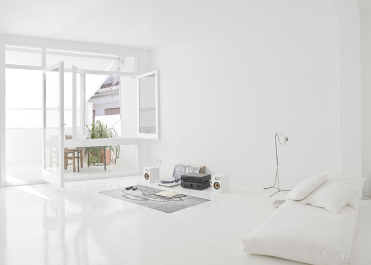 The White Retreat, Seaside White Studio Apartment, Colombo and Serboli Architecture, Barcelona, Spain (2)