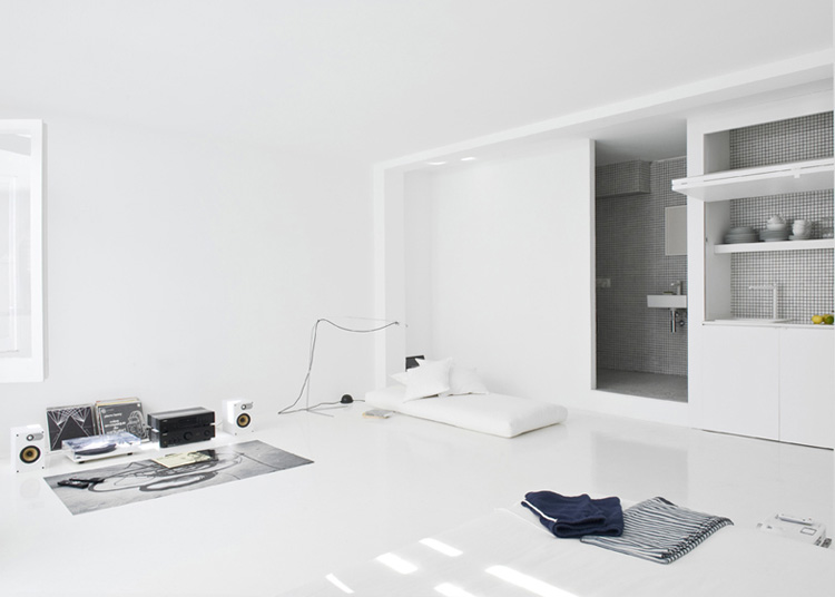 The White Retreat, Seaside White Studio Apartment, Colombo and Serboli Architecture, Barcelona, Spain (3)