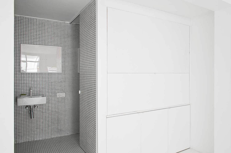 The White Retreat, Seaside White Studio Apartment, Colombo and Serboli Architecture, Barcelona, Spain (6)