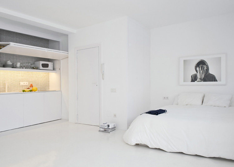 The White Retreat, Seaside White Studio Apartment, Colombo and Serboli Architecture, Barcelona, Spain (9)
