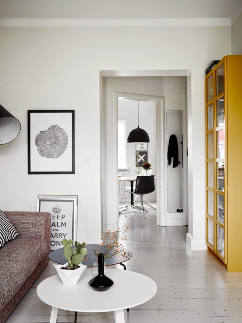 White rooms x Black Kitchen Scandinavian home, Sweden (2)