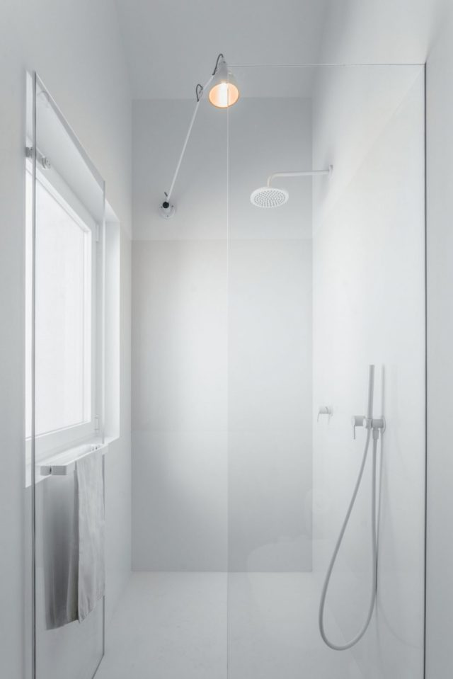 Minimalist White Bathroom Interior - Atelier Data design, Portugal
