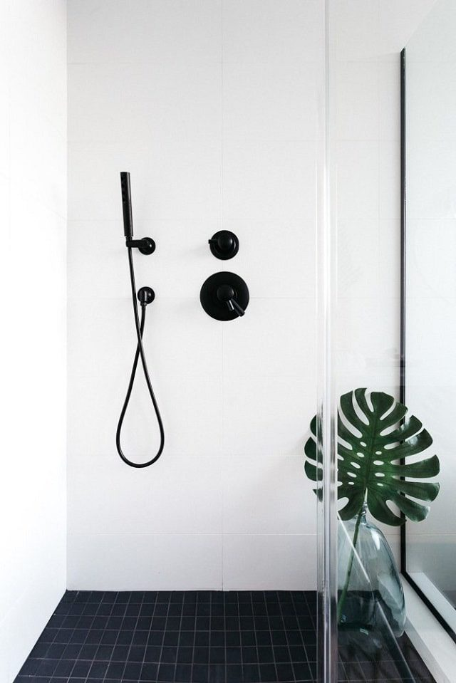 Minimalist Shower - Californian Home by Aaron Neubert Architects, Los Angeles