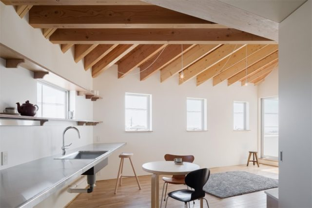 House in Shintou by SNARK+OUVI. Kitchen Interior Design