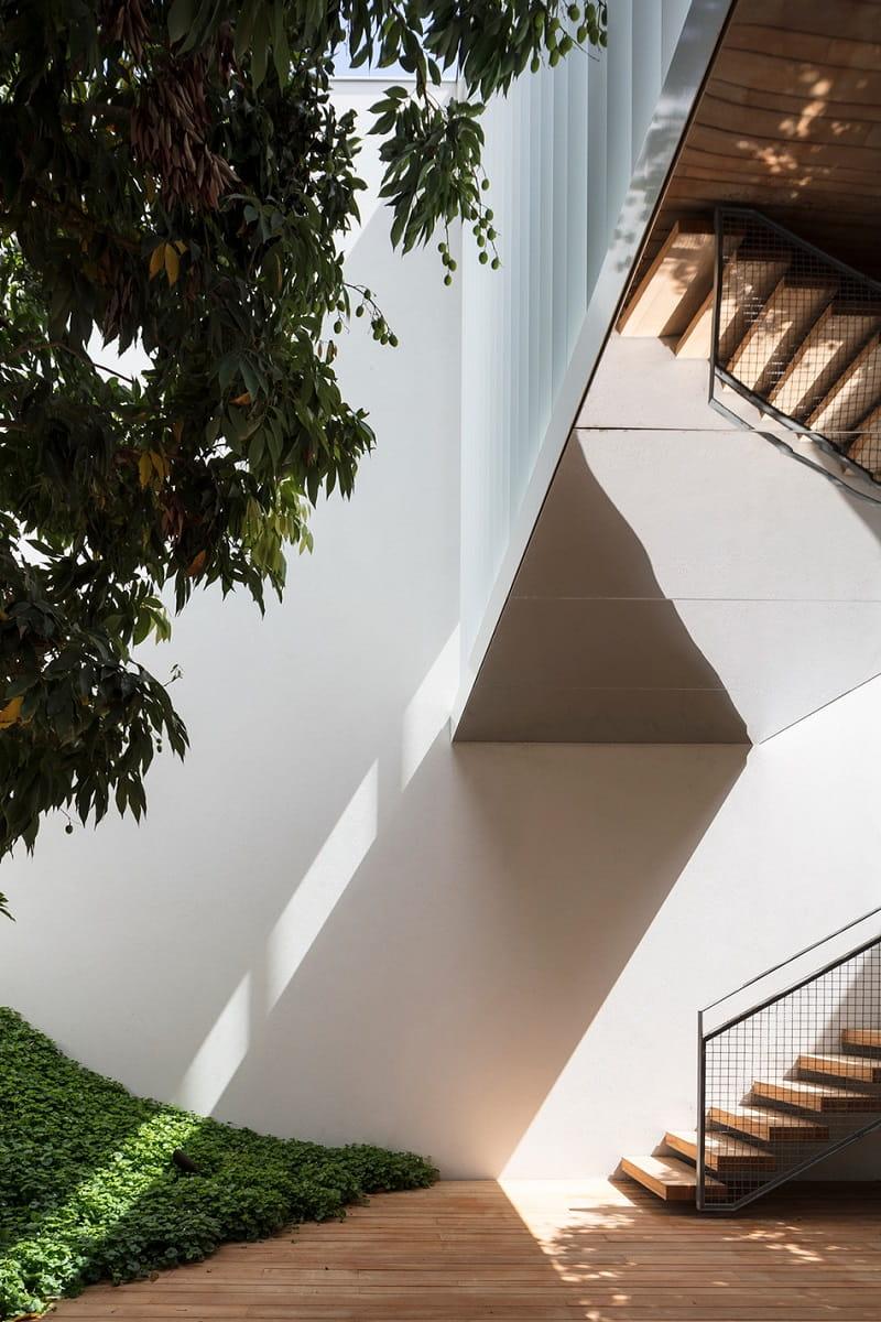 Courtyard Villa in Tel Aviv by Baranowitz + Kronenberg