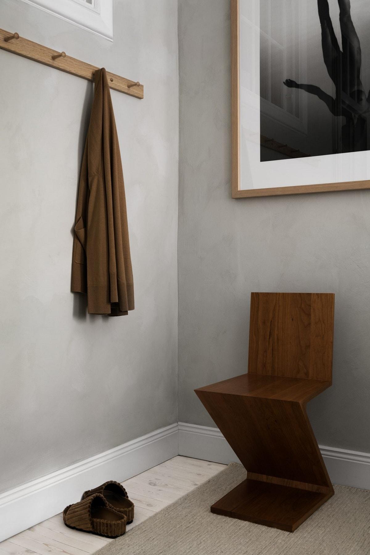 280 Zig Zag椅子,作者Gerrit Thomas Rietveld为Cassina设计